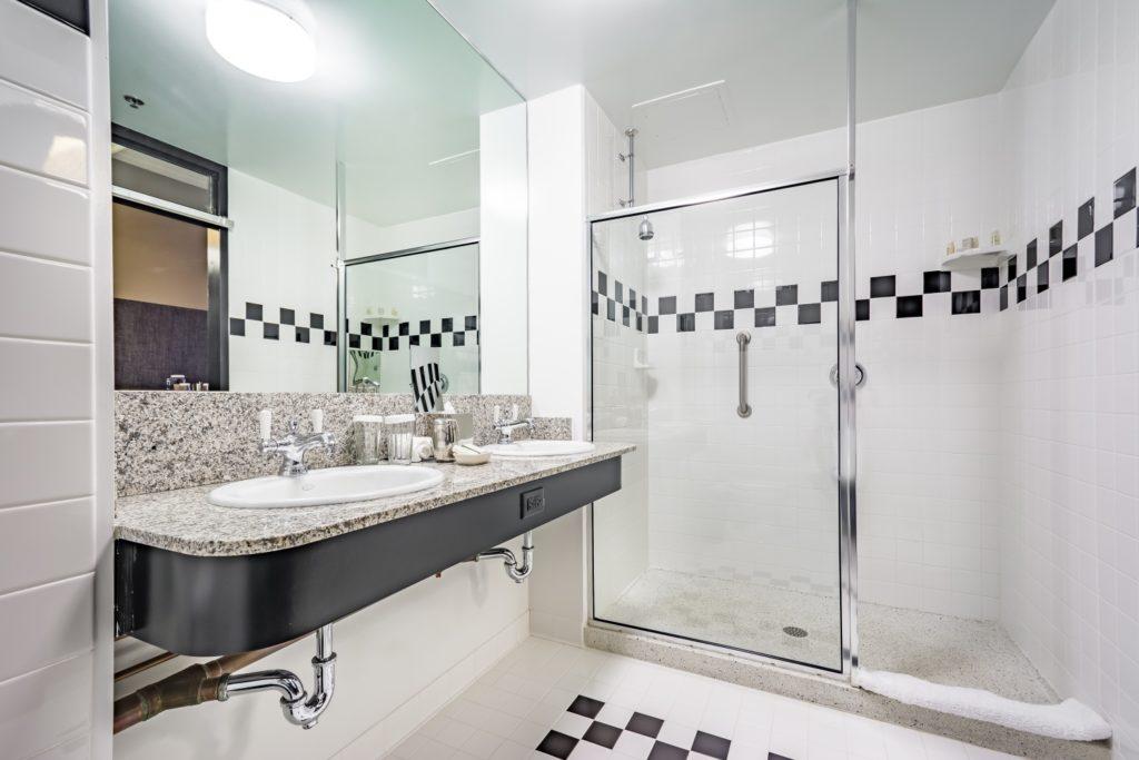 Loft King Guest Room Bathroom