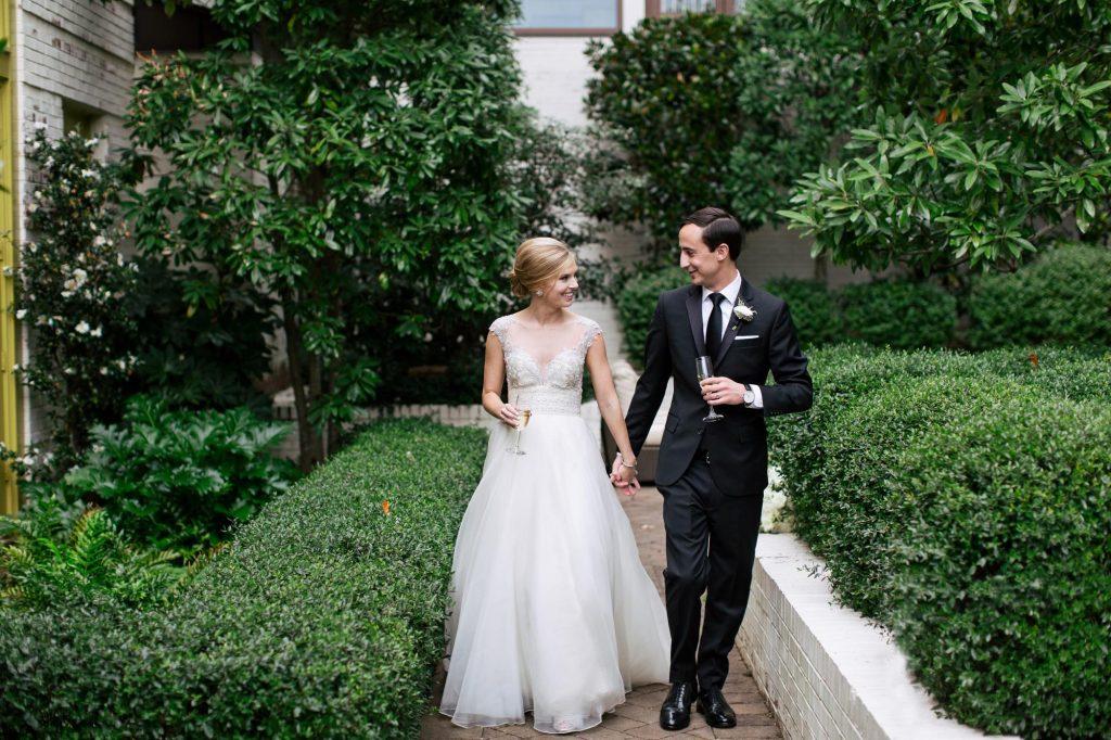 Bride and groom  in graden